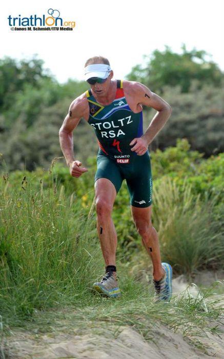 Conrad Stoltz Caveman ITU Cross Triathlon World Championships beach run Hoka one one