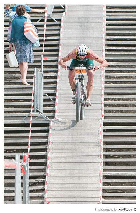 Conrad Stoltz Caveman ITU Cross Triathlon World Champs 2013 Specialized bike stairs Kijkduin