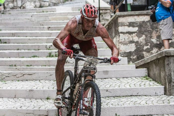 Conrad Stoltz XTERRA Italy Abruzzo bike course down stairs, Specialized Epic