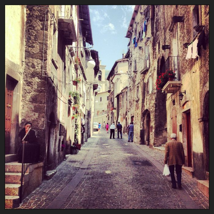 Conrad Stoltz  XTERRA Italy Scanno street scene