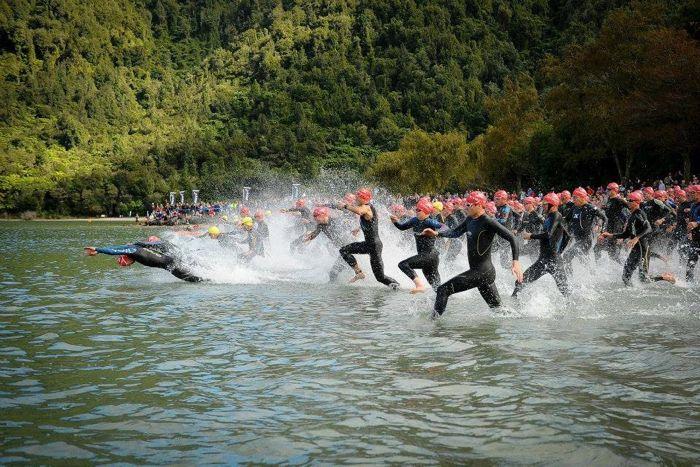Conrad Stoltz Caveman XTERRA New Zealand Rotorua swim