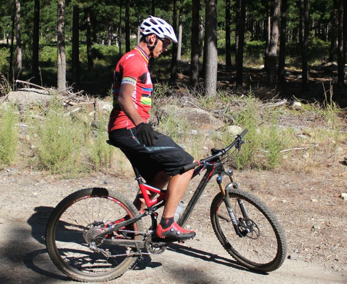 Conrad Stoltz Caveman MTB Skills Clinic Mountain bike skills Specialized No hands balance practice