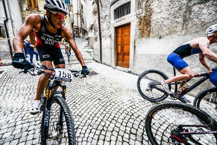 Conrad Stoltz Caveman XTERRA Italy 2014 Scanno town cobbles